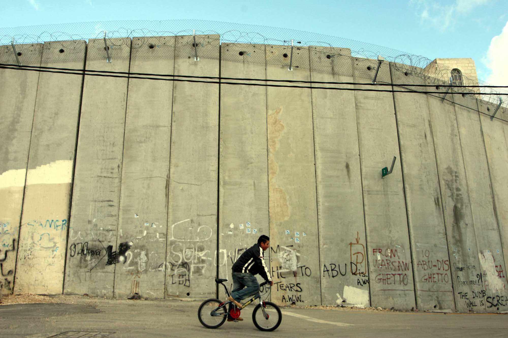 Arkin.Israel.Abu-Dis.jpg
