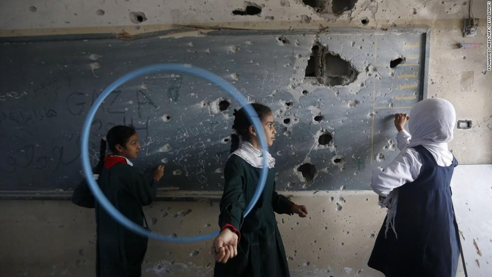 Gaza school girls.jpg